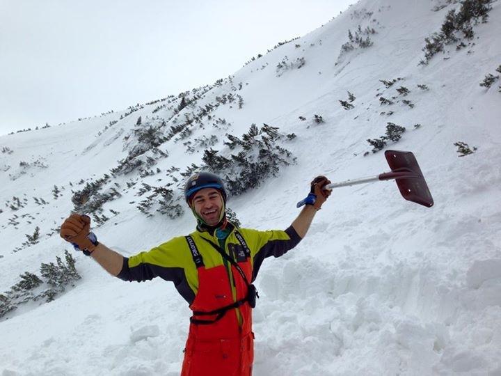 Малку по лавината. задоволен, дека немам никакви повреди зафат да барам ските на Т.Б.