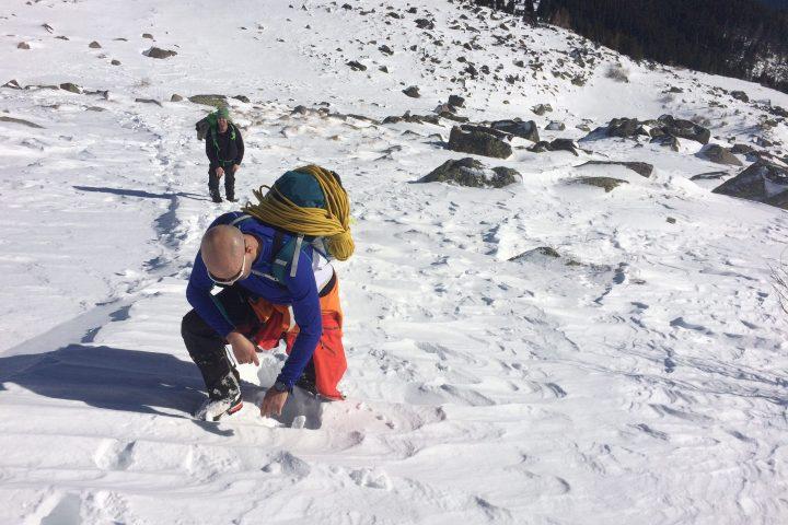 В борба с дълбокия сняг